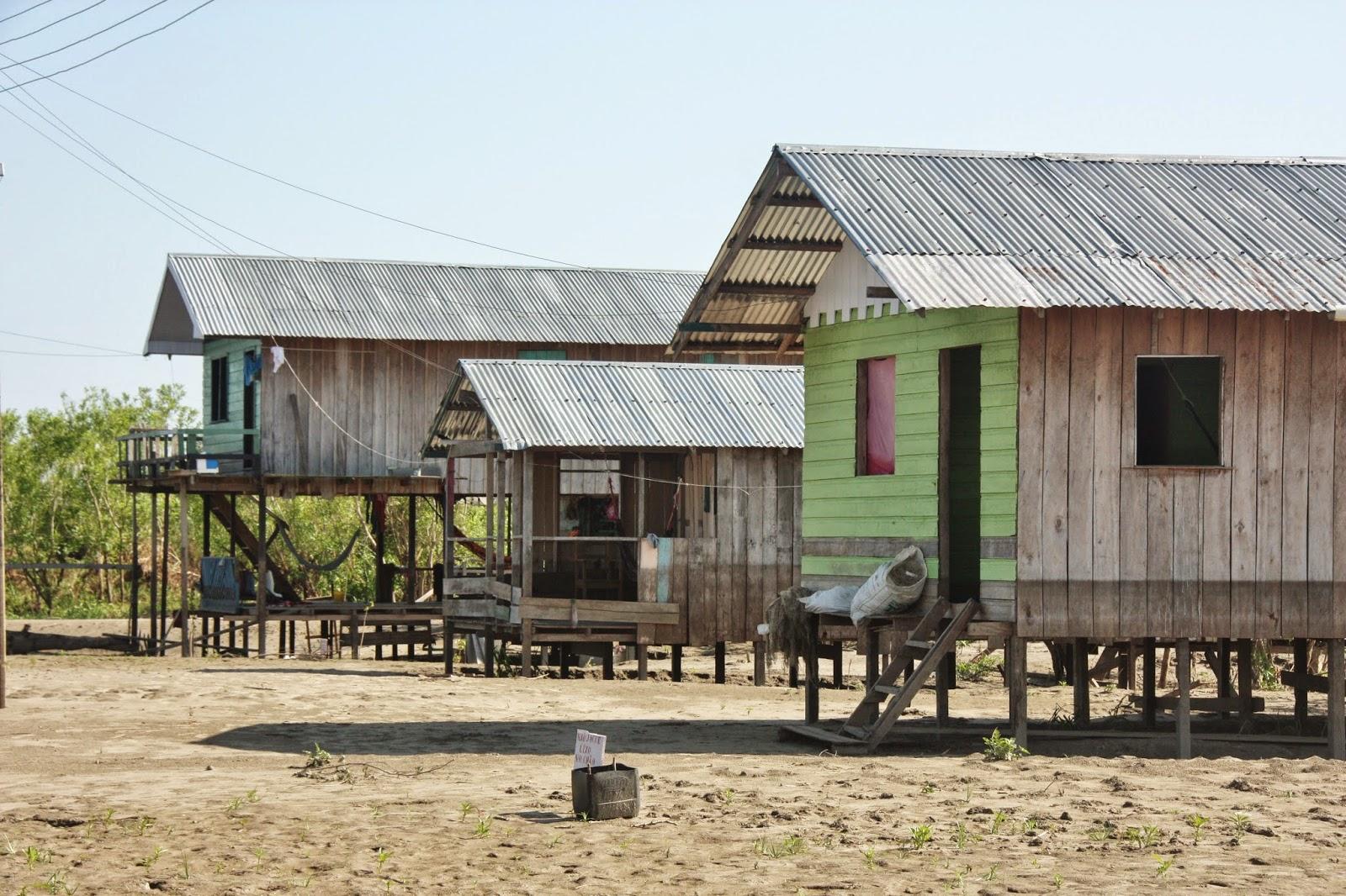 Casas de palafita na Comunidade Caburini, em Mamirauá.
