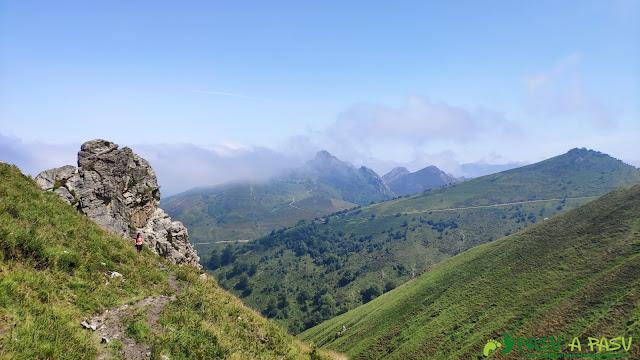 Sendero en la zona alta de la subida a los lagos de Covadonga