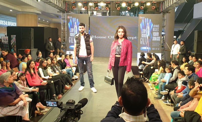 Model walk on ramp during Dazzling fashion show at Pavilion Mall