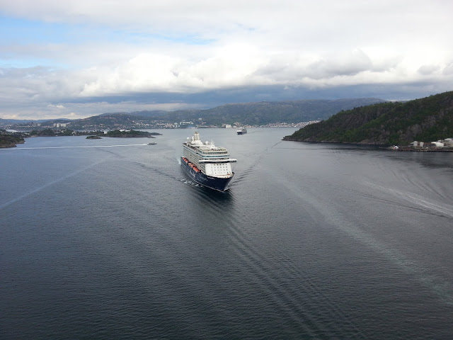 TUI Cruises' cruise ship Mein Schiff 4 departing Bergen, Norway; Askøy bridge