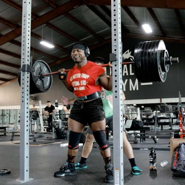 Powerlifter Russel Orhii Smashes Squat 715lb Easy