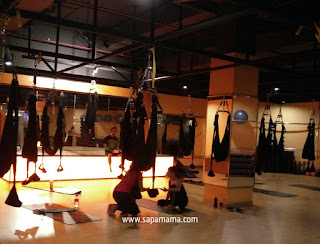 Asyiknya Floating Yoga di Celebrity Fitness Solo Paragon