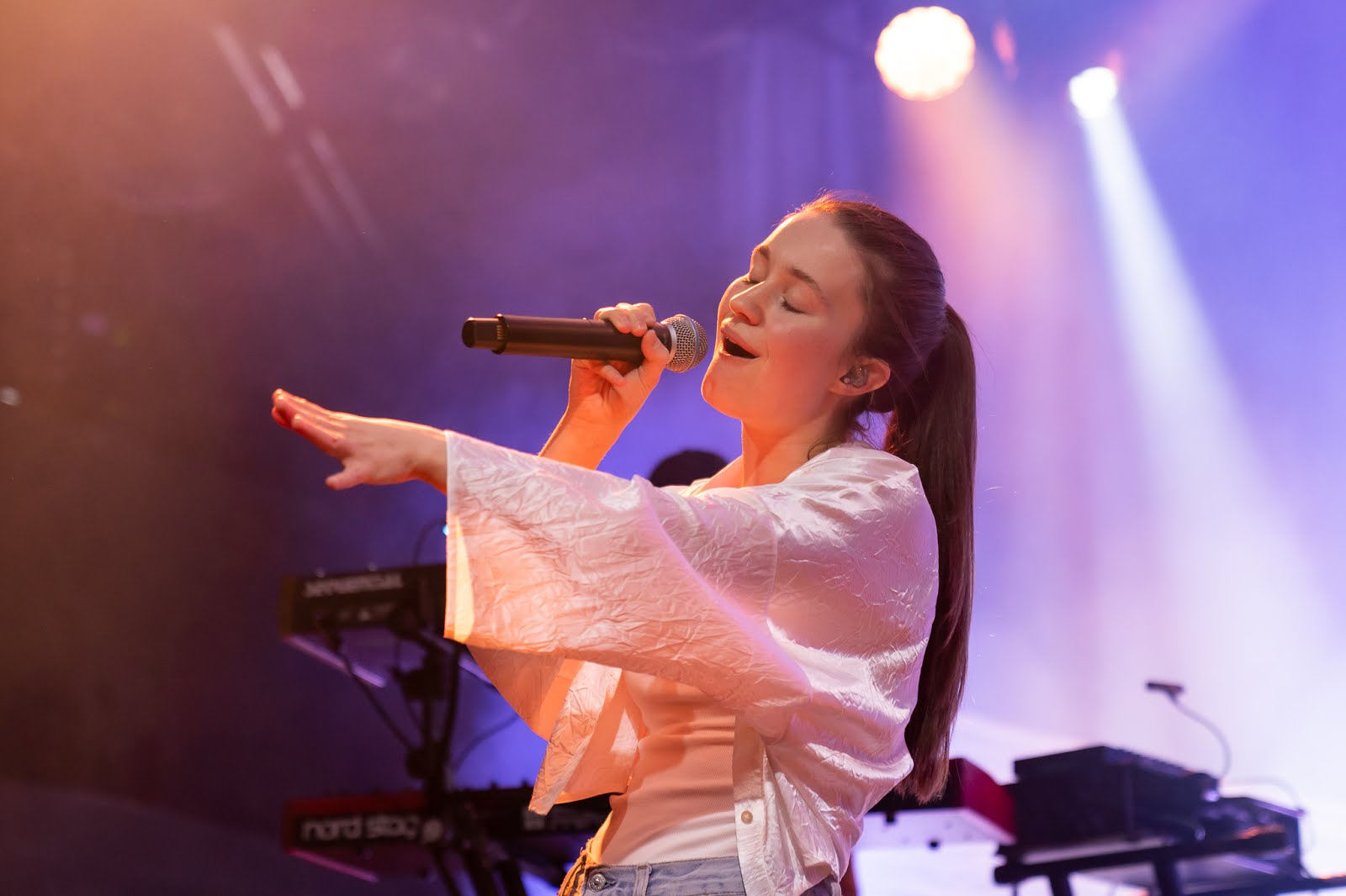 Sigrid Live Brooklyn Steel Suburban Rose
