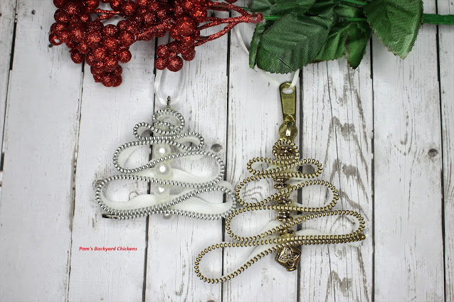 Learn how to make these beautiful Christmas tree ornaments made from zippers and beads.