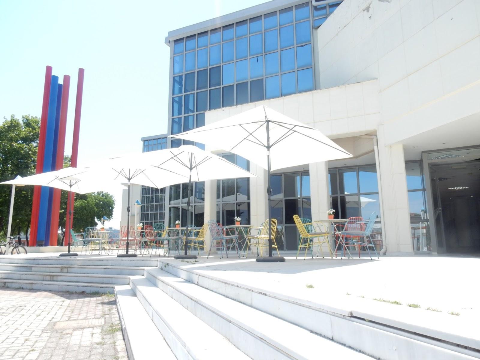 Συνεχίζεται η Έκθεση Αφίσας στο μπαρ της Δημοτικής Πινακοθήκης Λάρισας