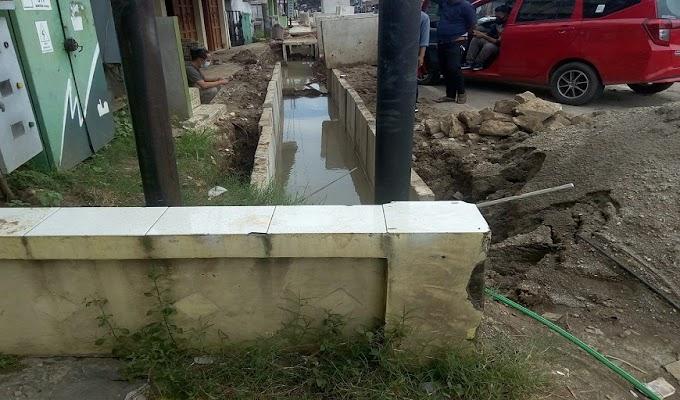 Pekerjaan Pemasangan U-Ditch di Jalan Nasional  Diduga Serobot Lahan Warga