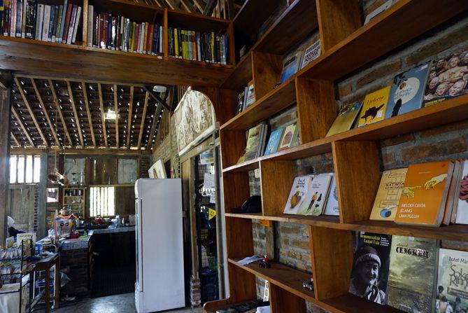 Buku-buku di Dongeng Kopi