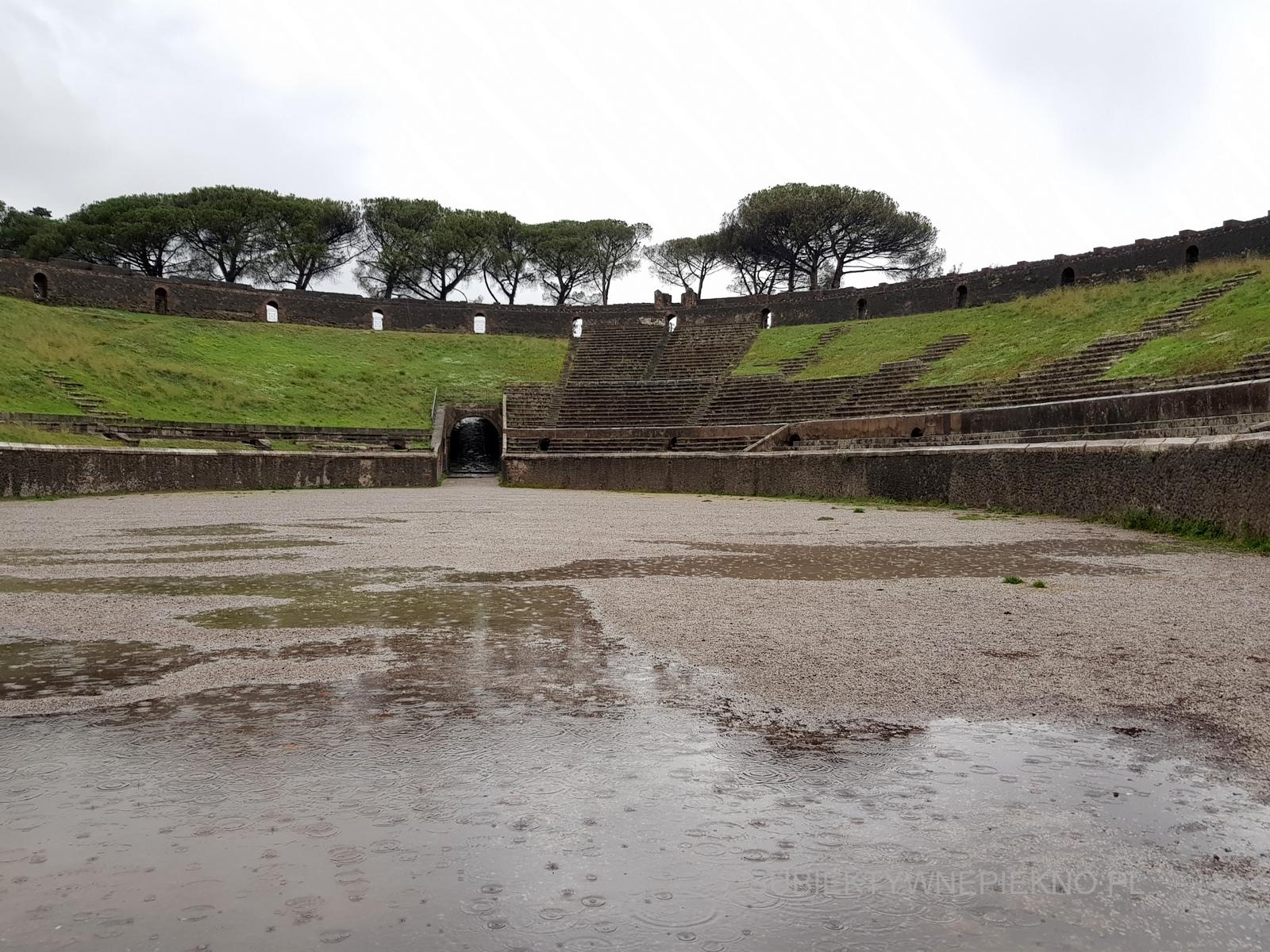 Pompeje koło Neapolu. Zwiedzanie ruin starożytnego miasta stadion