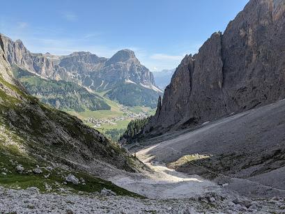 View from Val de Mezdi toward Colfosco, Alta Badia (Hike 1).