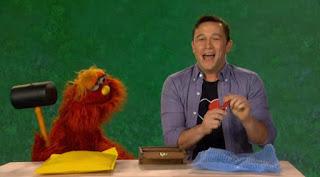 Murray, the word on the Street Reinforce, Joseph Gordon Levitt celebrity, Sesame Street Episode 4318 Build a Better Basket season 43