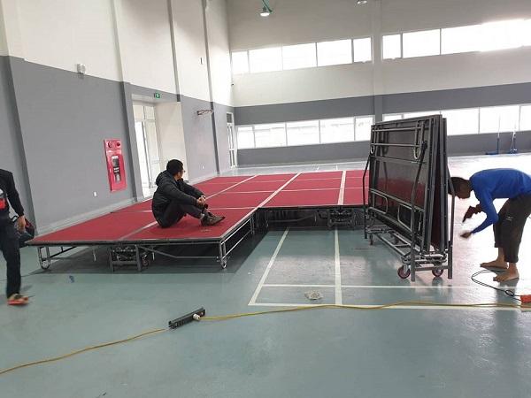 Bán sàn sân khấu lắp ghép trong nhà