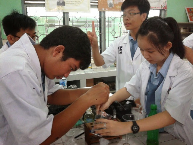 Dokumentasi Praktikum Uji Vit C Dalam Rimpang Kls 12 Ipa 2 Tgl 29 Okt 2014