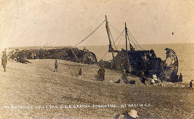 Submarino alemán U-118 varado en la costa de Inglaterra en 1919