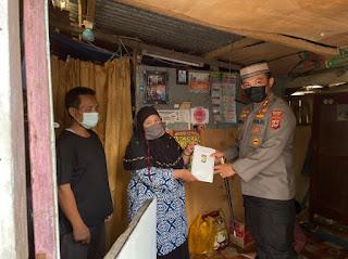 Kapolres Sinjai Sasar Warga Kurang Mampu Dan Berikan Bantuan Sembako dan Tali Asih