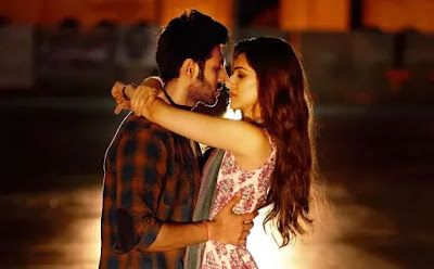 Luka Chuppi (2019) Movie Kriti Sanon Kissing Scenes