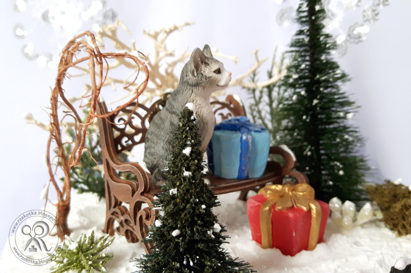 Zimowy krajobraz - kot na ławce