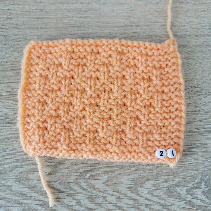 Point du snood léa de Hobbii au tricot, vue de face, par Chat Tricote Par Ici, Hello c'est Marine