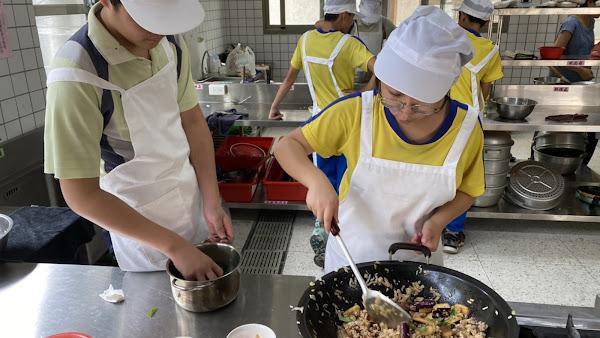 二水國中學生手作時令餐盒 送愛到源泉社區
