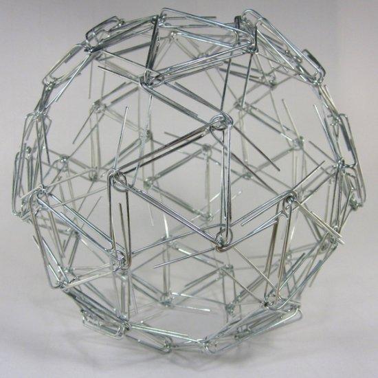 Zachary Abel esculturas matemáticas geométricas de objetos de casa e escritório em esferas bagunçadas