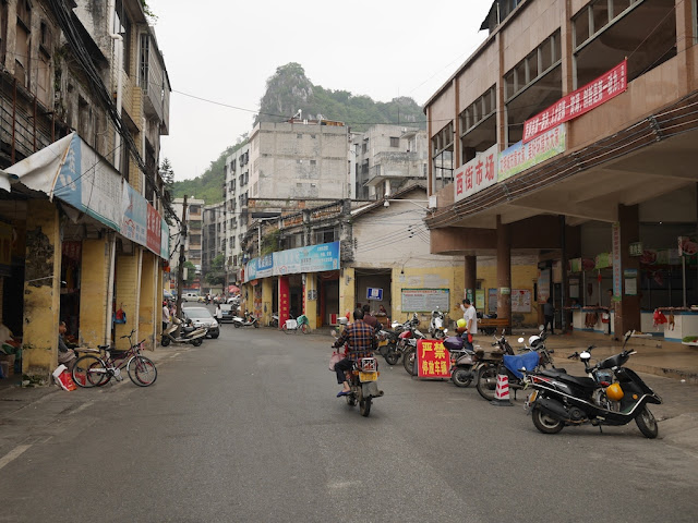 Jiefang West Road with Pingfeng Hill in the distance in Yunfu