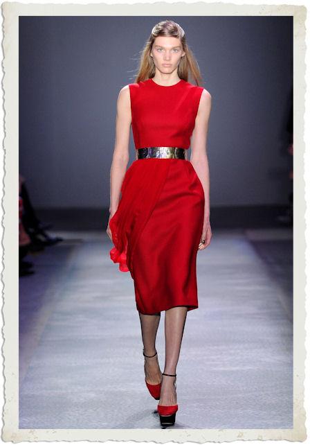 vestirsi di rosso secondo Giambattista Valli