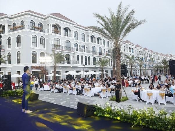 Nhà đầu tư hào hứng khai trương nhà mẫu Grand World- Ảnh 6