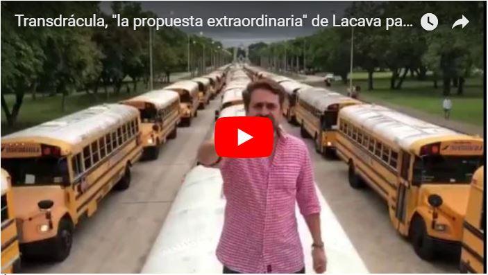 Lacava presenta los autobuses de Transdrácula que parecen de los años 70