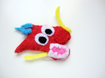 cabeza-dragón-mushu-lapiz-decorado-con-el-dragón-mushu-en-fieltro