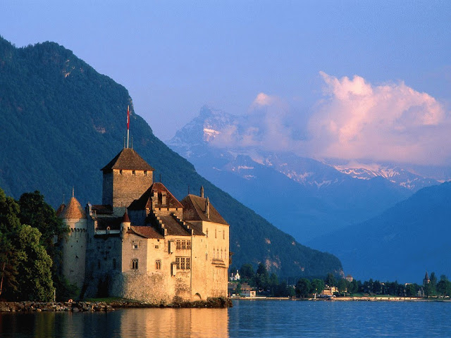 Chateau-de-Chillon Castle its one of the most popular places to visit in Montreux Switzerland. You may also love their adventure and high mountain view from land with beautiful architecture in buildings and you surely love river crafting experiance in this Chateau de chillon castle in montreux in Switzerland Country.