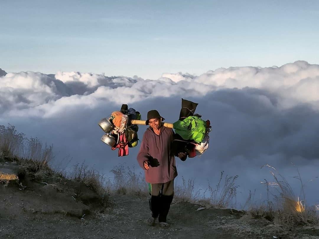 porter pendaki gunung (1)