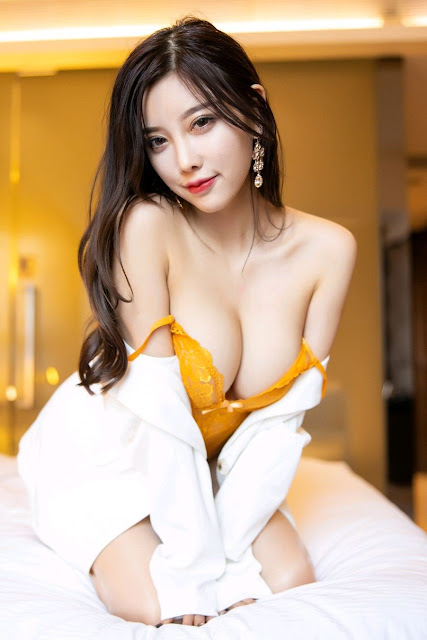 Hot and sexy big boobs photos of beautiful busty asian hottie chick Chinese booty model Yang Chen Chen photo highlights on Pinays Finest Sexy Nude Photo Collection site.