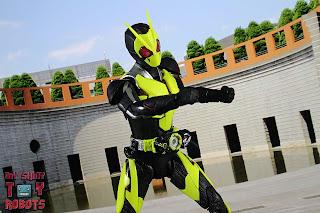 S.H. Figuarts Kamen Rider Zero-One Rising Hopper 35