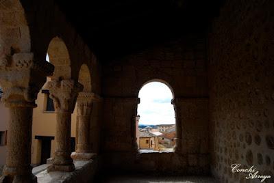 Galeria porticada en San Miguel, la primera realizada en un templo de estilo románico.