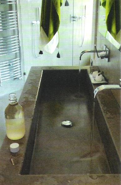 stone concrete trough sink, Côté Sud Aout-Sept 2006, edited by lb for linenandlavender.net
