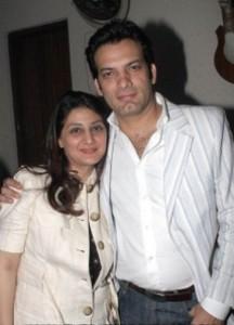 Saleem Sheikh with His Wife. | CelebritiesCouples