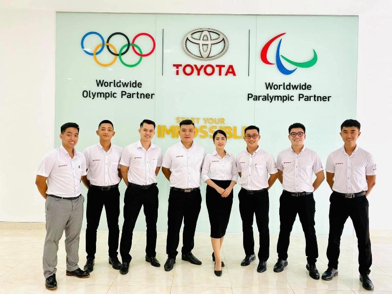 Mẫu đồng phục công sở tại Toyota