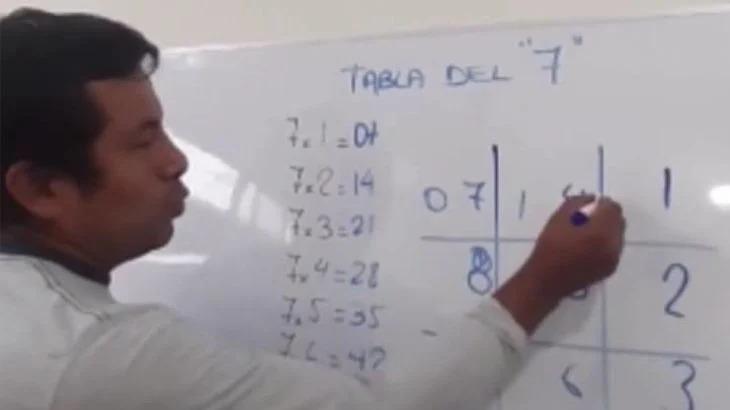 'Mi profe Fidelito', el maestro que se hizo viral por enseña trucos matemáticos en internet