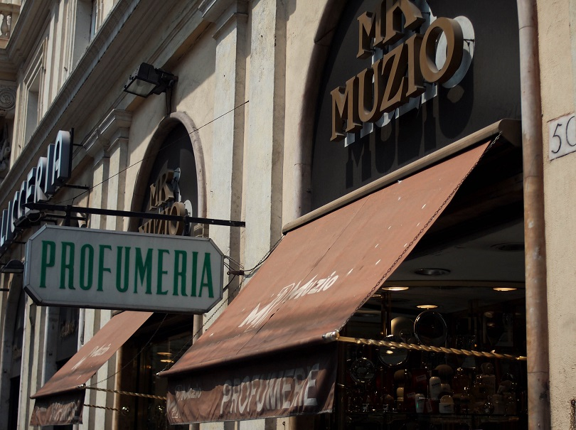 Comprar perfumes na loja Muzio em Roma 74d408b7c8c2