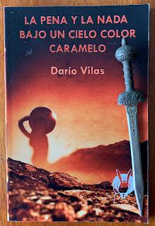 Portada del libro La pena y la nada. Bajo un cielo color caramelo, de Darío Vilas