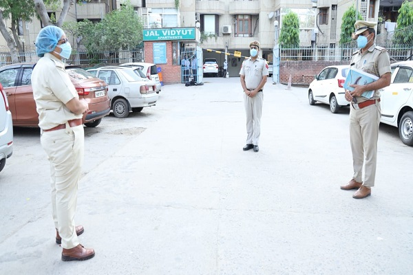 dcp-ips-anshu-singla-aware-policemen-save-from-corona