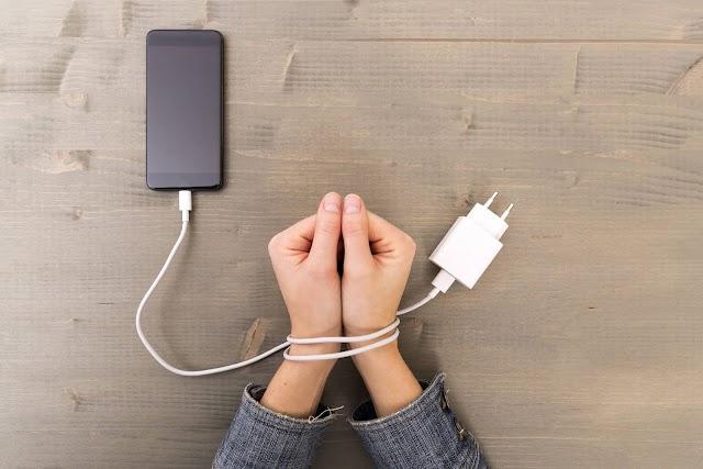 मोबाइल फोन 'जरूरत', 'आदत' या फिर 'लत'!