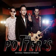 Download Lagu The Potters - Tersenyum Tapi Terluka.Mp3 (3.03 Mb)
