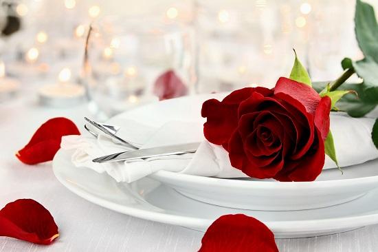 ديكورات غرف نوم فى عيد الحب.. المناشف المزينة وباقات الزهور أبرزها valentines day