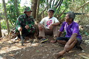 Canda Tawa Pak Kadus Bersama TNI di Lokasi TMMD Jatiwarno