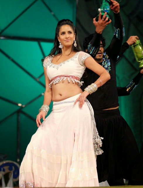 Katrina Kaif Showing Sexy Navel Latest Dancing Stills