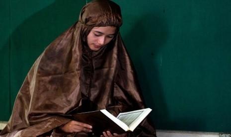 Subhanallah, Inilah Manfaat Membaca Alqur'an Setelah Maghrib Dan Shubuh, Sangat Berharga