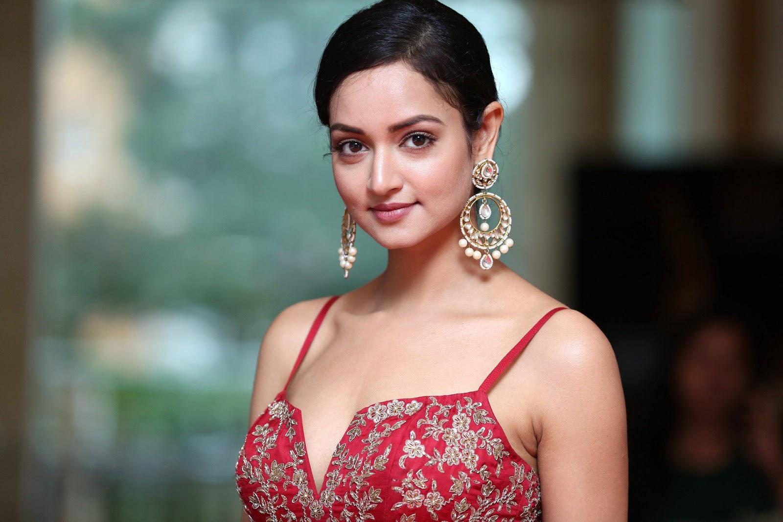 Shanvi Srivastava Stunning Elegant Red Sleeveless Deep neck Gown WOW