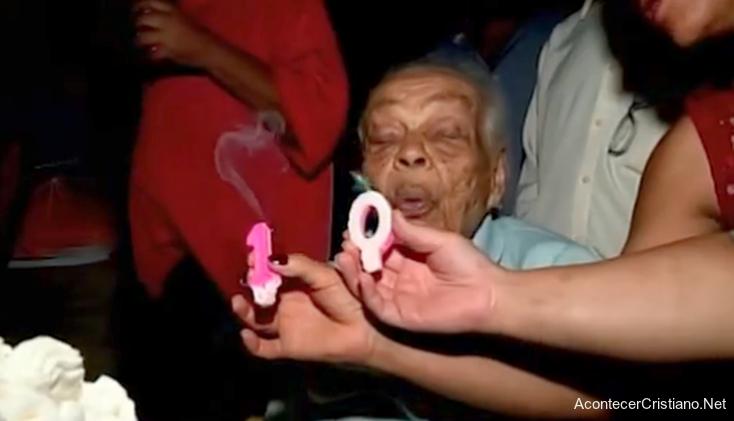 Mujer cumple 106 años