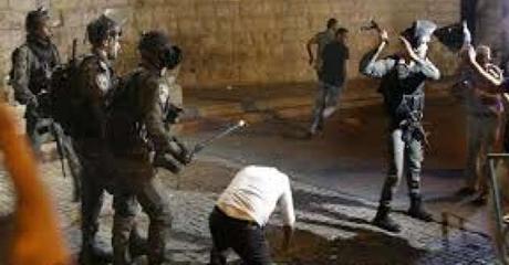 Imam Al-Aqsa di antara Puluhan Orang Terluka dalam Bentrokan dengan Pasukan Zionis