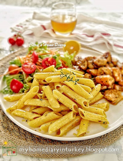 Kekiklim Tavuk menüsü / Creamy Penne Pasta with Thyme Chicken, restaurant copycat recipe | Çitra's Home Diary. #creamychickenthyme #chickenthymerecipe #pastarecipe #pennepastawithchicken #reseppastadenganayam #dinneridea #masakanturki #turkishstylechickenthyme #idemasakanmancanegara